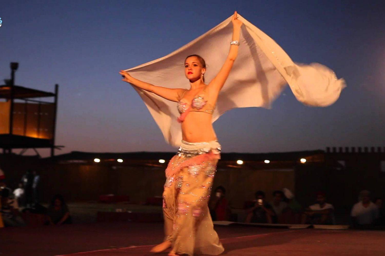 Desert safari Dubai belly dance